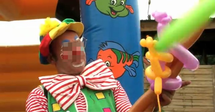 """Peerse clown, veroordeeld voor kindermisbruik, zit op Dominicaanse Republiek: """"Slachtoffers zijn woest"""""""