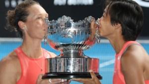 Samantha Stosur en Zhang Shuai winnen dubbelspel bij de vrouwen op Australian Open