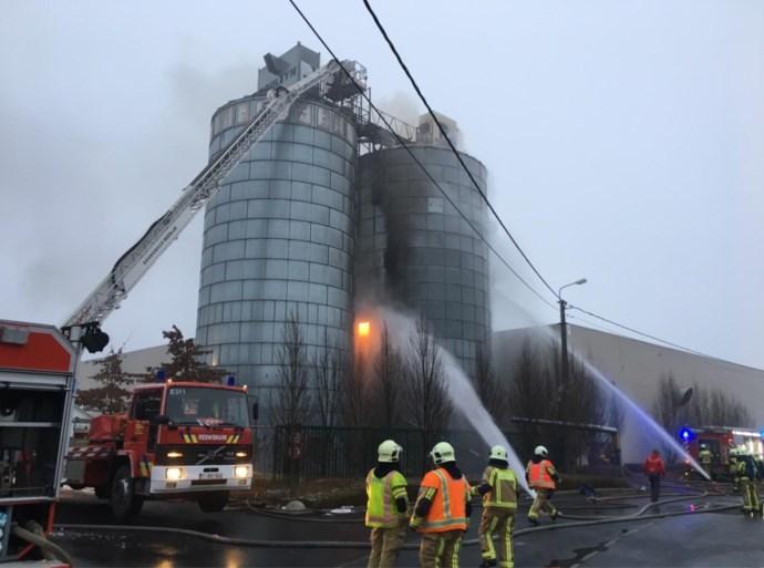 Stofexplosie in silo tijdens opruimwerken bij West-Vlaams bouwbedrijf: één dode, drie zwaargewonden