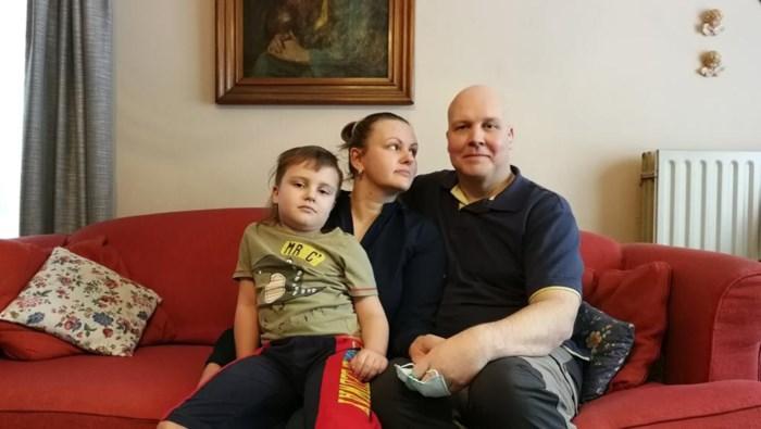 """Dominik moet terugkeren uit Rusland voor behandeling: """"Een half miljoen inwoners, maar geen geschikte stamceldonors"""""""