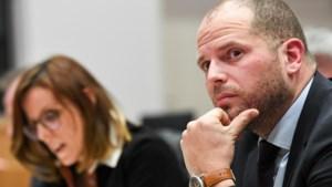 """Visum via Francken makkelijker dan via DVZ"""