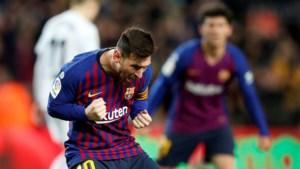 Valencia doet Barcelona bibberen in Nou Camp, maar dan schiet Lionel Messi wakker