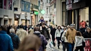 """Shoppen op zondag groot succes in Maastricht: """"Blijven jullie in België maar dicht op zondag"""""""