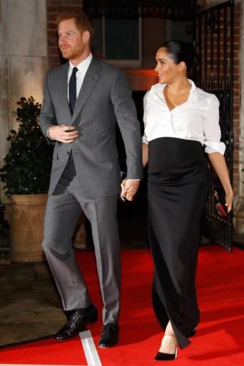Prins Harry en Meghan Markle hand in hand op de rode loper