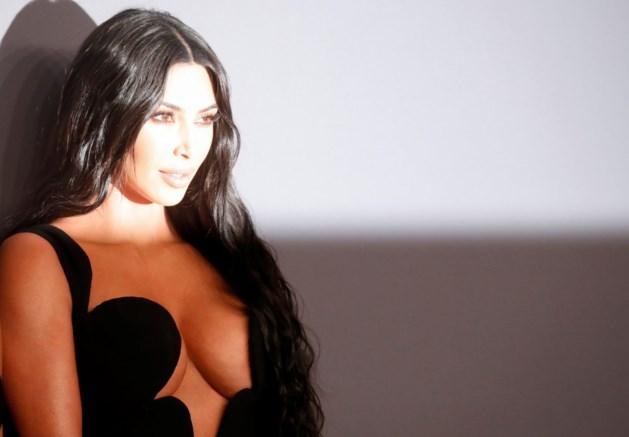 """Kim Kardashian deelt eerlijke beelden van haar huidziekte: """"Ten einde raad"""""""