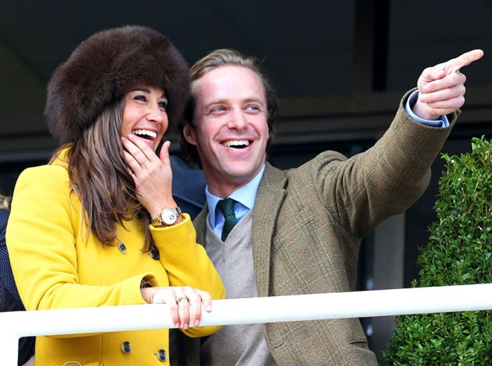 ROYALS. Kate Middleton straalt in sprookjesjurk. En Britse koninklijke familie maakt zich op voor nieuw huwelijk