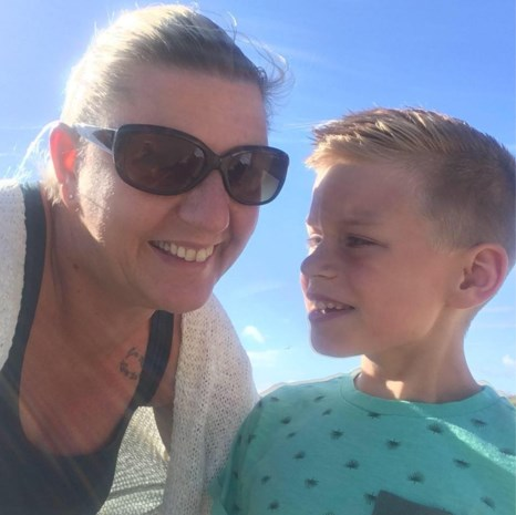 """Schoolbus mag autistische jongen (9) niet in naschoolse opvang afzetten: """"Ik word gestraft omdat ik het beste voor Loïc heb gekozen"""""""