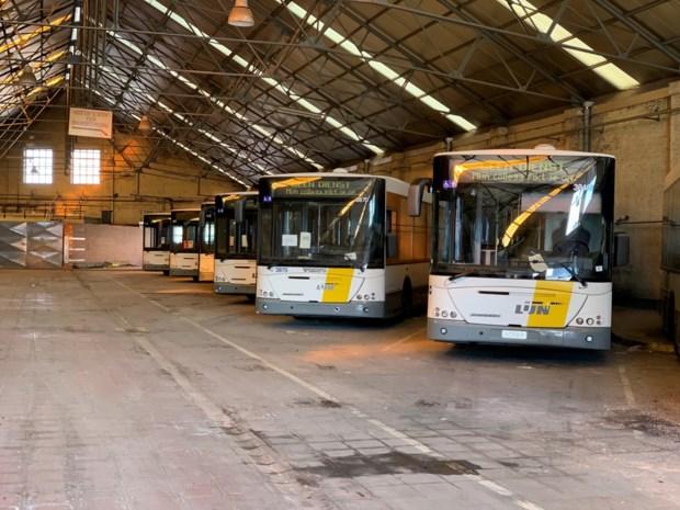 Bussen De Lijn krijgen tweede leven als serre, jagershut of speelhuis