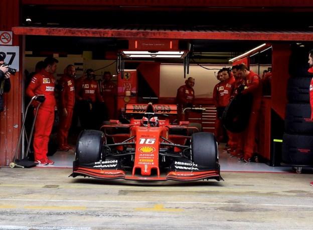 Charles Leclerc bovenaan tweede F1-testdag, teamgenoot Verstappen crasht