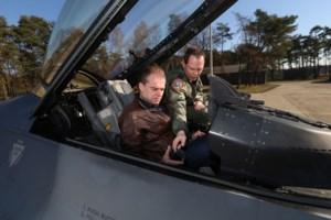 """Riemstse kolonel-vlieger ontvangt zijn burgemeester in Kleine Brogel: """"Komst F-35 zorgt voor golf van opluchting"""""""