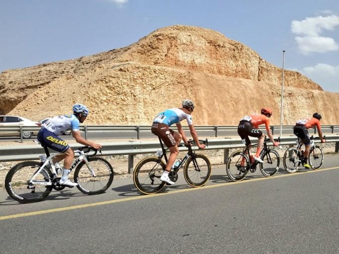 Slotrit Ronde van Oman voor Italiaan Nizzolo, eindzege gaat naar Kazak Lutsenko