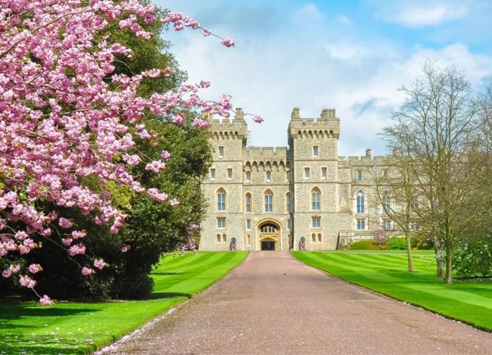 ROYALS. Prins Harry en Meghan Markle krijgen binnenkort 'griezelige' buren, koningin Máxima laat diepe indruk na bij fan