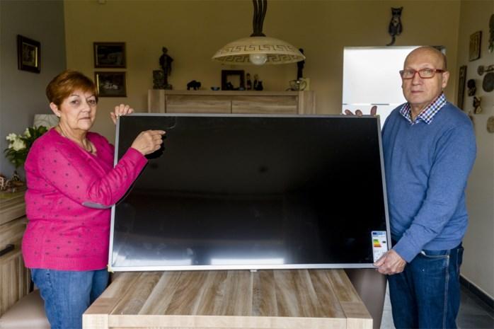 """Zoon geeft ouders tv cadeau, maar die blijkt kapot: """"Door hard te knijpen kan scherm al breken"""""""