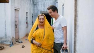 Niels Destadsbader en zijn mama tussen de ratten in India