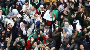 Algerijnen blijven betogen