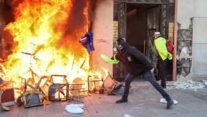 Zeven Belgen opgepakt na gewelddadige rellen in Parijs
