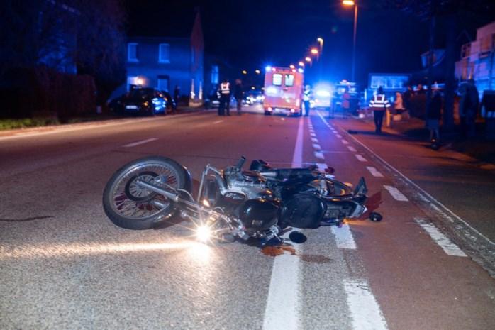 Motor botst tegen auto in Hoeselt: twee zwaargewonden