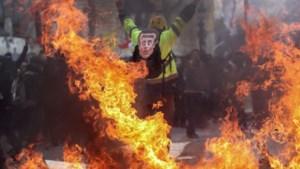 Geweld gele hesjes dringt Macron in het defensief