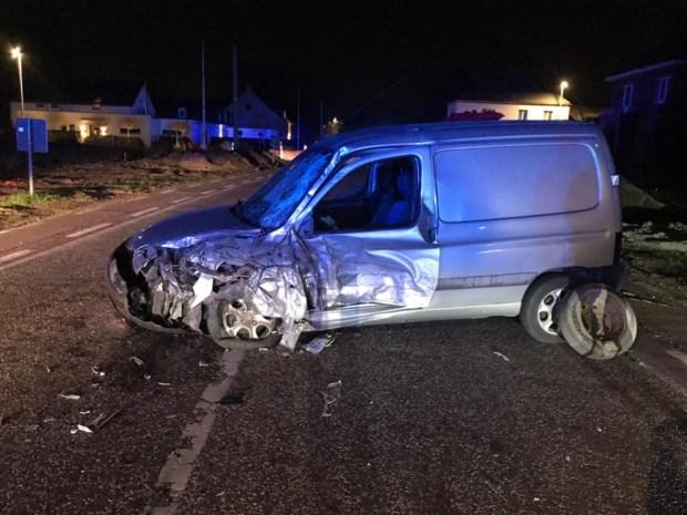 Zwaargewonde na botsing tussen auto en vrachtwagen