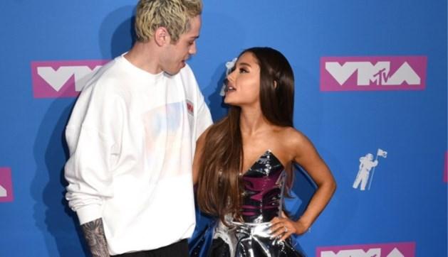 Ariana Grande laat liefdestattoo bijwerken