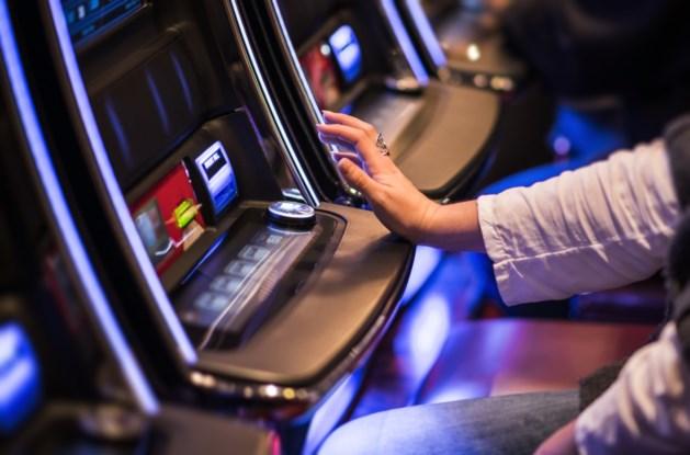 Nederlander breekt 6 speelautomaten open in Lommels café