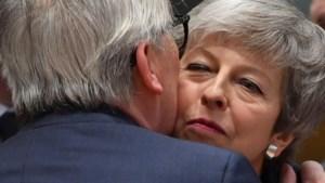 Europa schotelt Theresa May twee nieuwe deadlines voor