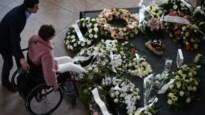 Slachtoffers van aanslagen 22 maart herdacht met minuut stilte in vertrekhal Brussels Airport