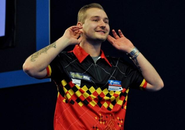 Van den Bergh wipt tweevoudig wereldkampioen Lewis op European Darts Open