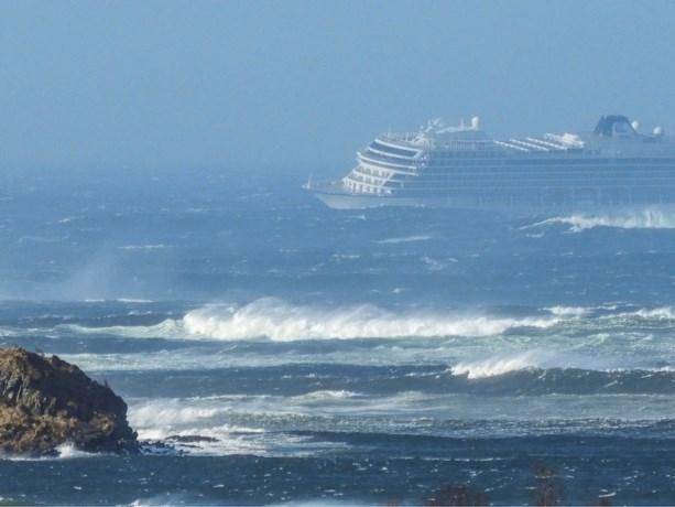 Cruiseschip zendt noodsignaal uit: 1.300 mensen moeten geëvacueerd worden