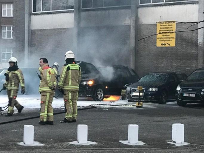 """Drie wagens branden uit in Antwerpen: """"We laten niets aan het toeval over"""""""