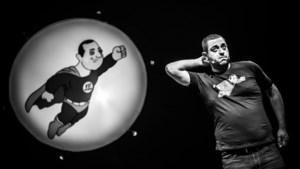 """Limburgse komiek Erhan Demirci: """"Schoffie uit de cité bepaalt voor een groot deel mijn comedy"""""""