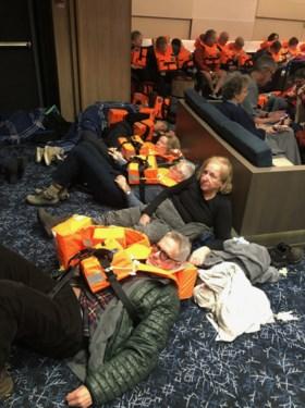 """Evacuatie cruiseschip verloopt moeizaam: """"Het is hier chaos, het voelt als een tornado"""""""