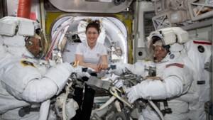 Eerste volledig vrouwelijke ruimtewandeling afgelast door... verkeerde maat ruimtepakken
