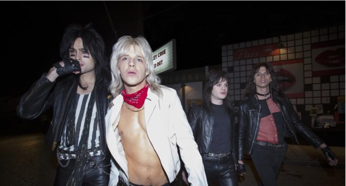 BINGETIP. Opgesnoven mieren en ondergekotste strippers: biopic toont 'The Dirt' over vuilste aller rockers Mötley Crüe