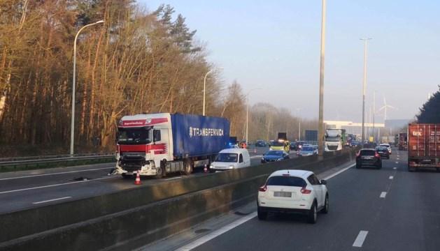 Verkeershinder door kop-staartbotsing op E313 in Ham