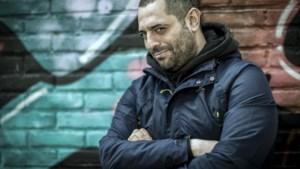 """Komiek Erhan Demirci: """"Lachen met de seksuele opvoeding van de islamleerkracht ligt gevoelig"""""""