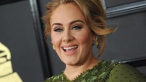 Terwijl Adele miljoenen verdient, kan haar vader de eindjes amper aan elkaar knopen