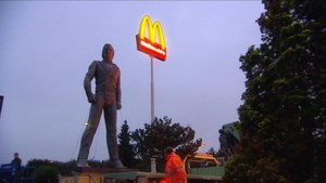 Wereldberoemd Michael Jackson-standbeeld aan Nederlandse McDonald's dan toch weggehaald