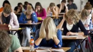 Zo duur is een jaartje middelbaar: een andere school kiezen kan je al snel honderden euro's uitsparen