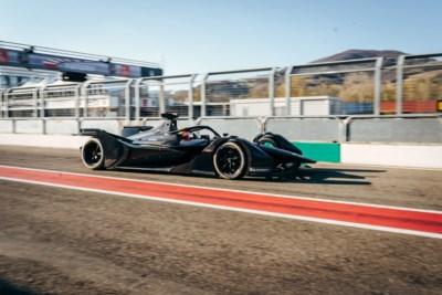 Stoffel Vandoorne doopt eerste Formule E van Mercedes