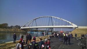 Nieuwe brug via het water