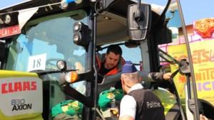 Politie houdt alcoholcontrole in carnavalsstoet
