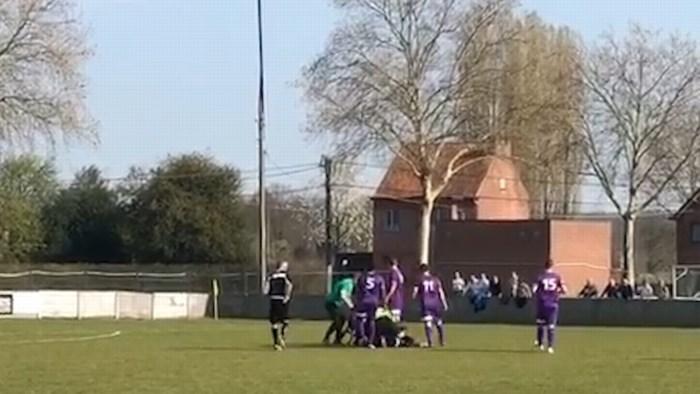 """Broers knokken op het voetbalveld: """"Het was nochtans een faire wedstrijd"""""""