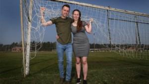 Huwelijksaanzoek tijdens match: eerst dertig goals, dan pas op de knieën