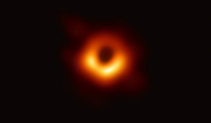 Historische foto van zwart gat verandert alles voor onderzoekers: 'Begin van nieuw tijdperk