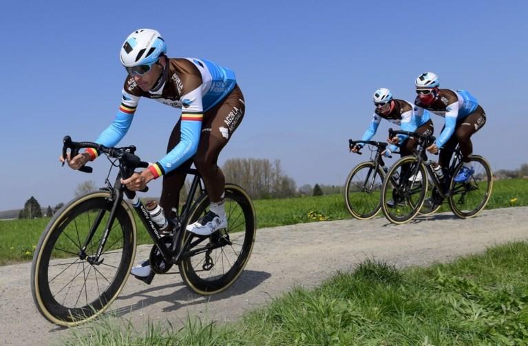 """Wout van Aert vindt """"kasseien nog slechter dan ik ze me herinner"""", Oliver Naesen heeft """"geen flanellen benen"""" voor Parijs-Roubaix"""