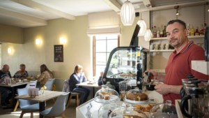 Na twintig jaar grillen, opende Dirk koffiebar 'Kaffies' in Heusden-Zolder