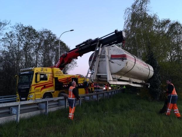 Tankwagen kantelt op E313 in Ham