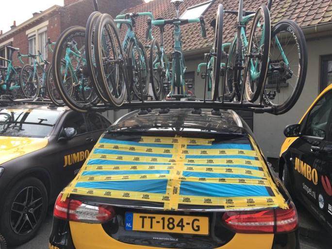 """Tiesj Benoot breekt sleutelbeen na botsing met auto tijdens Parijs-Roubaix: """"Voor hetzelfde geld breek ik mijn nek"""""""