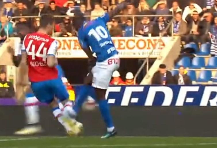 Waarom de omstreden strafschop voor Genk tegen Club Brugge terecht was